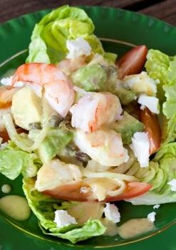 Salade met avocado en garnalen